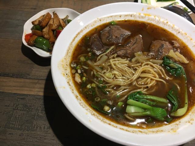 桃園の牛肉麺